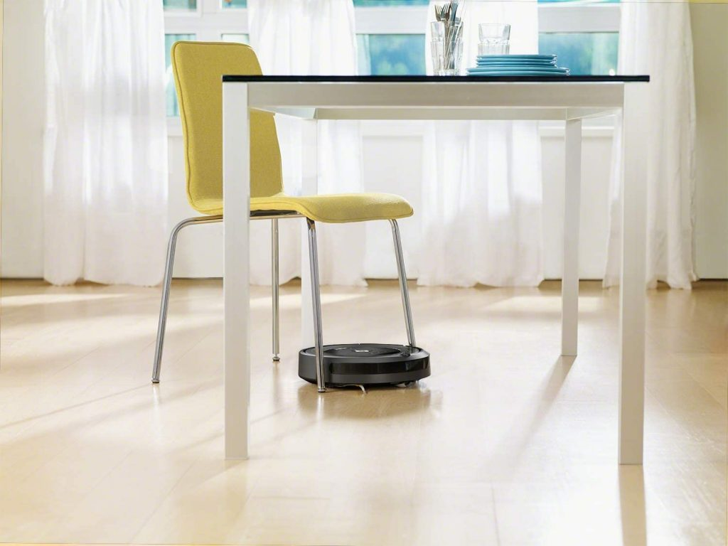 Le robot aspirateur iRobot Roomba 671