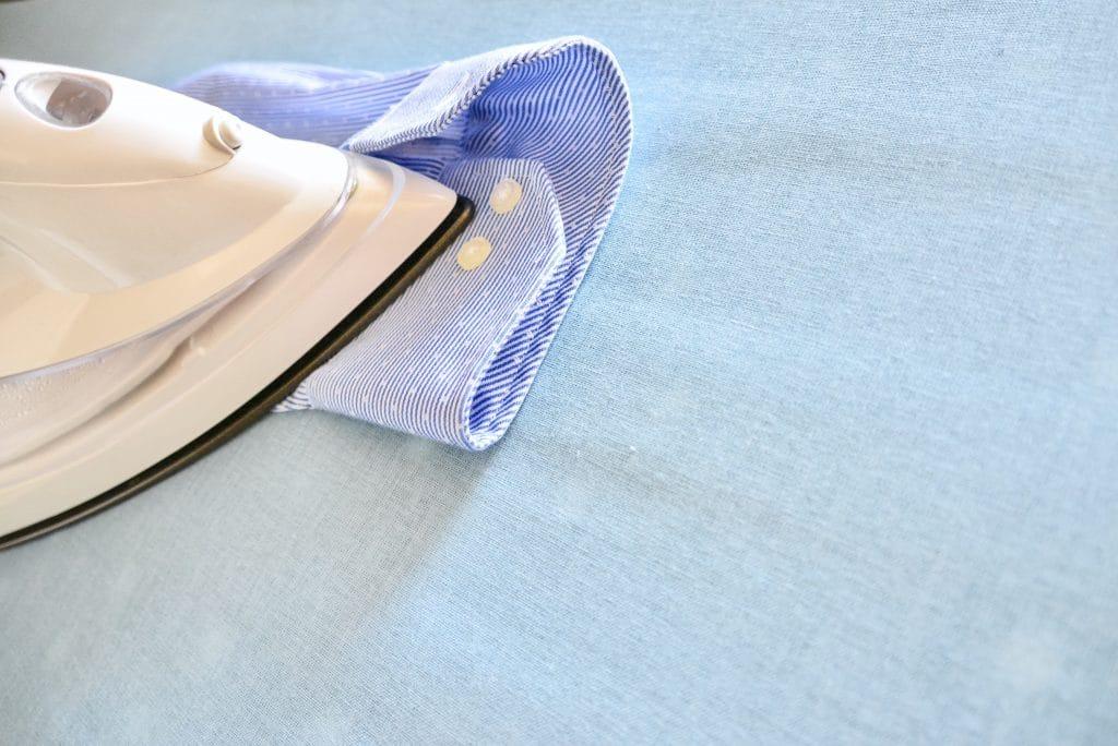 Repasser les manches et le devant de la chemise
