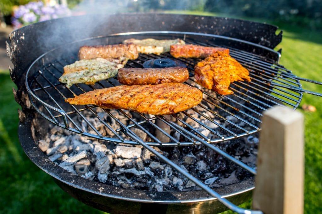 Le barbecue au charbon ou à bois